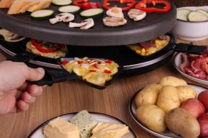 Raclette-Grill Ratgeber - Die beliebtesten Raclette-Grills im Ratgebert mit Vergleichstabelle und Bewertungen - Frontansicht. Verschiedene leistungsstarke Raclette-Grills und hochwertige Raclettes-Grills im Internet.