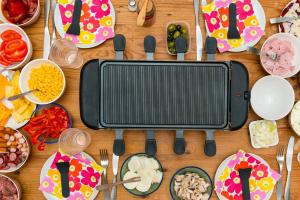 Multifunktionale Raclettes bringen einen Spaß und Lust am essen für die ganze Familie.